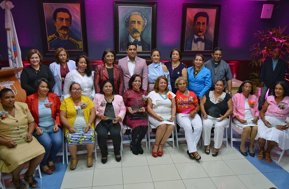 ALCALDE KELVIN CRUZ RECONOCE DOCE MUJERES VALIOSAS CONMEMORANDO DÍA INTERNACIONAL DE LA MUJER.