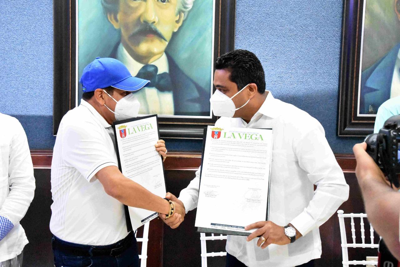 Alcalde Kelvin Cruz firma carta de Intención de Hermanamiento con su homólogo de Yopal, Colombia Luis Eduardo Castro.